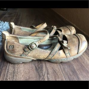 Cute Born Leather Sandals w/buckle strap 🌞 size 7